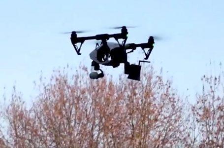 INSTRUYEN DRONES A PERSONAS EN CHINA A USAR MÁSCARAS AL AIRE LIBRE